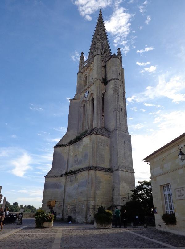 église monolithe