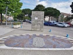 Photo paysage et monuments, Poussan - le cadran solaire