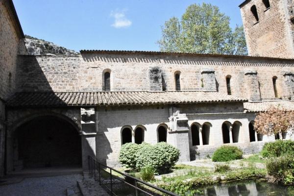 Photo Saint-Guilhem-le-Désert - le  Cloître