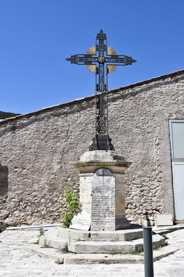 Photo Vailhauquès - le Monument Aux Morts
