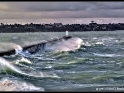 Tempête sur Saint-Malo.