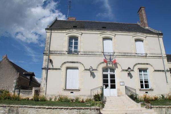 Photo Avon-les-Roches - la mairie
