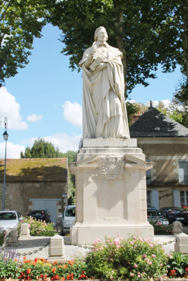 Photo Richelieu - Statue