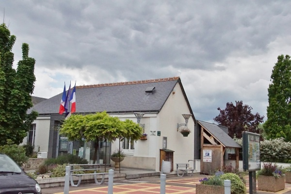 Photo Saint-Genouph - La Mairie