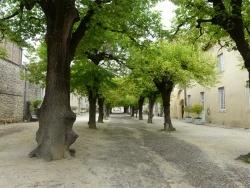 Photo paysage et monuments, Saint-Antoine-l'Abbaye - Place piétonne du bourg de St-Antoine l'Abbaye