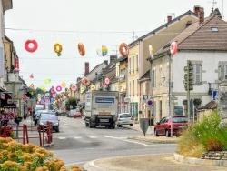 Photo paysage et monuments, Bletterans - Bletterans  Jura,Juillet 2019.grande-rue