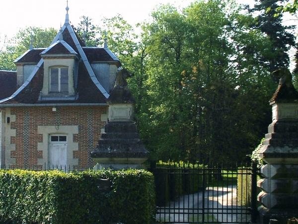 Photo Le Deschaux - Le deschaux Jura-entrée du château.
