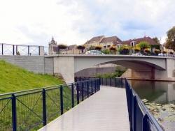 Photo paysage et monuments, Dole - Dole Jura-Canal du Rhône au Rhin;Août 2014.