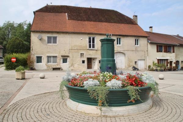 Photo Montrond - la fontaine