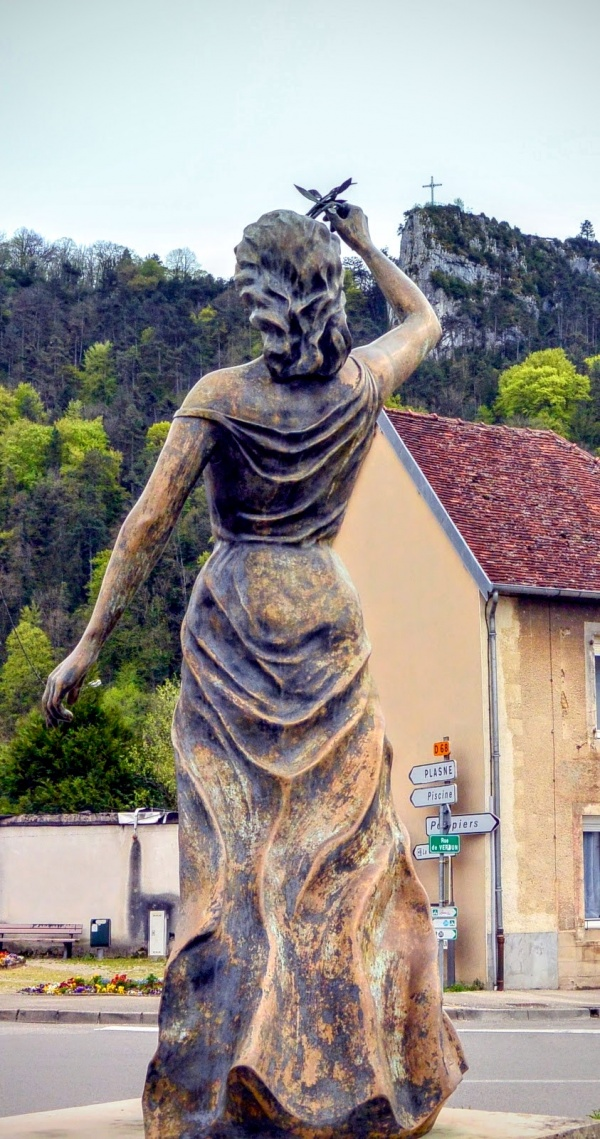 Poligny Jura - Statue de la République.