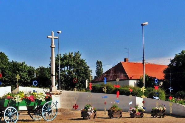 Saint-Aubin.jura.Rond-point 2011.
