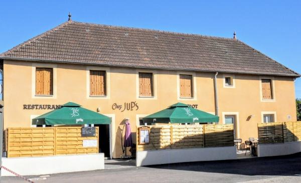 Saint-Aubin Jura. Restaurant route de Dijon.