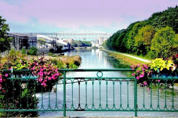 Tavaux Belvoye Jura. Le canal du Rhône au Rhin.