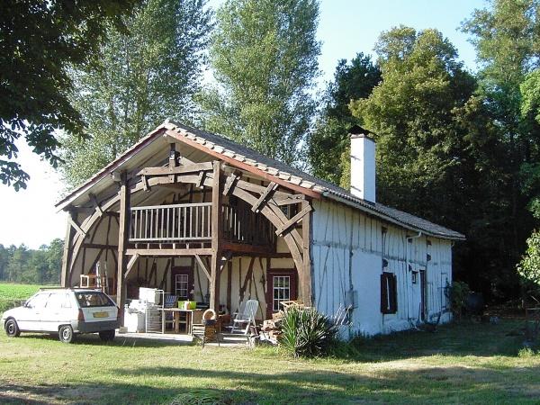 maison rurale en pans de bois et alios