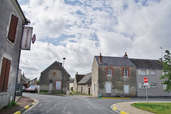 Photo La Chapelle-Saint-Martin-en-Plaine - le Village