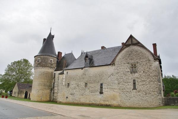 le Château de fougeres sur biévre