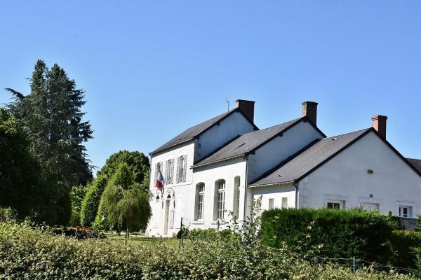 Photo Lassay-sur-Croisne - La Mairie