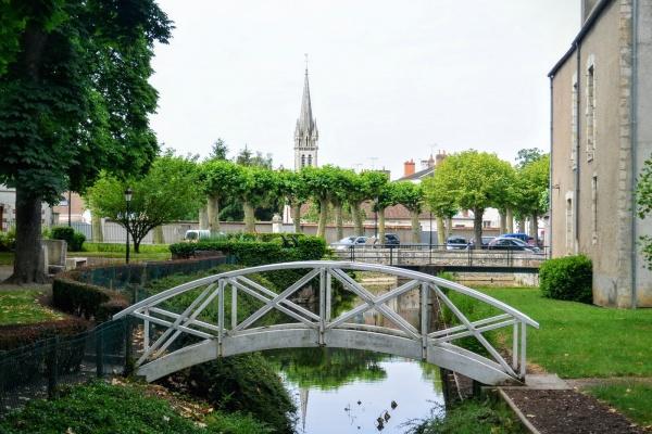 Briare Loiret; Le petit pont de bois.