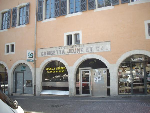 Photo Cahors - la façade de la maison de commerce Gambetta