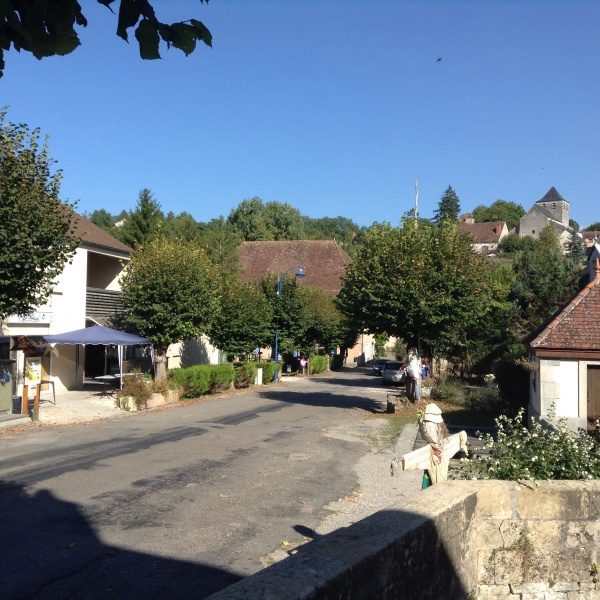 Le village et le bar Le Mélodie