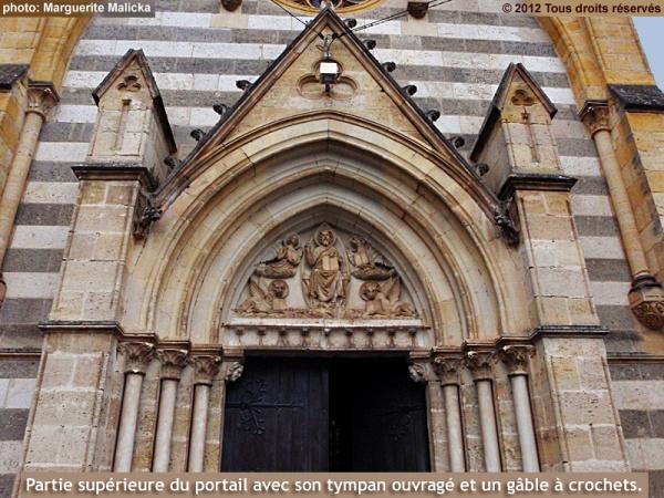 Photo Aiguillon - Partie supérieure du portail de l'église Saint-Félix
