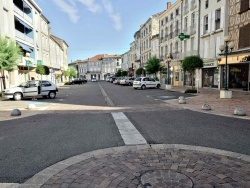Photo paysage et monuments, Nérac - Le cours Romas, artère principale de Nérac créée par le baron Haussmann