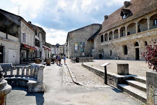 La rue Henry IV et le château