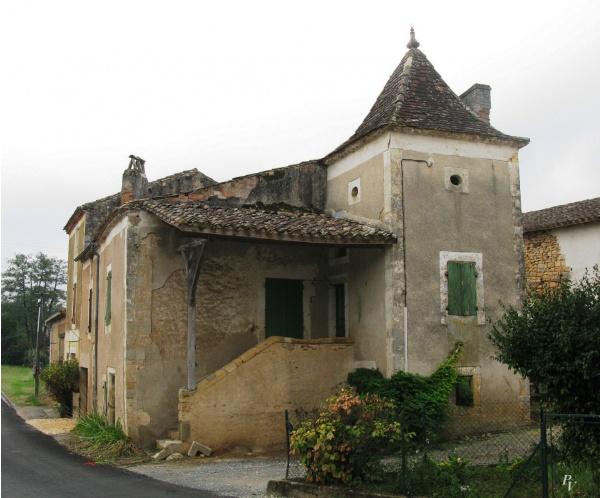 Salles, Maison de Village