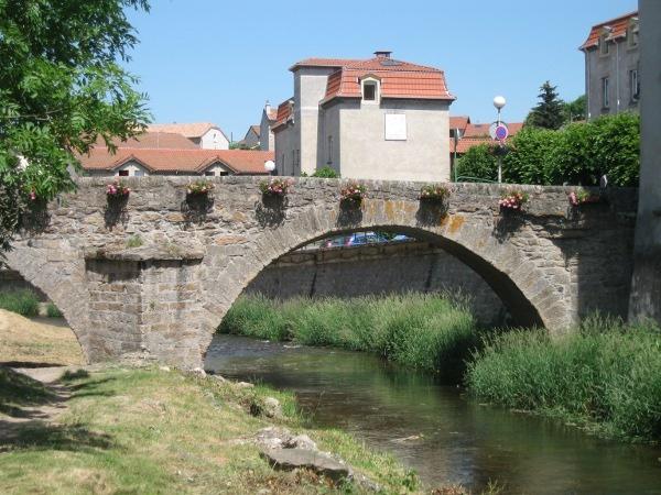 Photo Langogne - Le Pont Vieux près de la Filature à Langogne