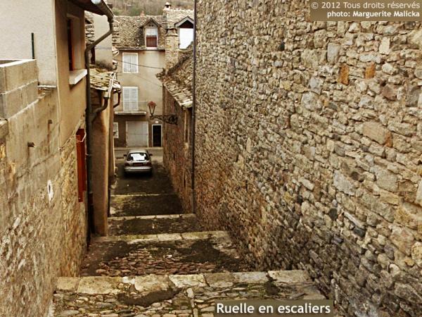 Photo Marvejols - Une belle ruelle toute en escaliers de galets...