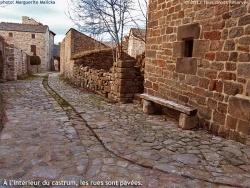 Photo paysage et monuments, Prévenchères - La Garde-Guérin intramuros - un beau village médiéval en pierre.
