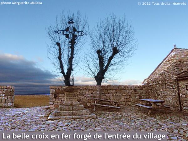 Photo Prévenchères - Croix en fer forgé de l'entrée du village de La Garde-Guérin.