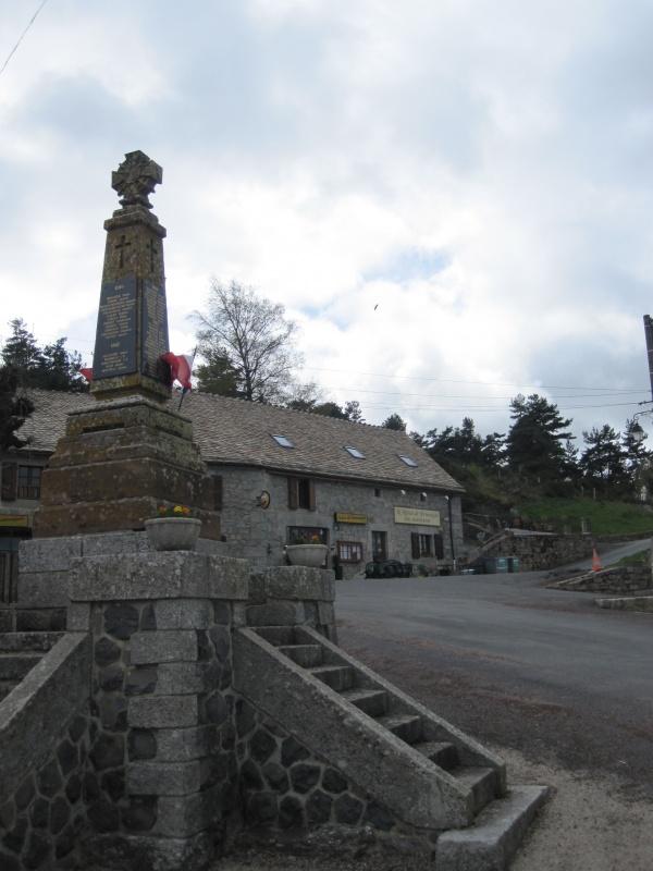 Prinsuéjols, le petit bourg
