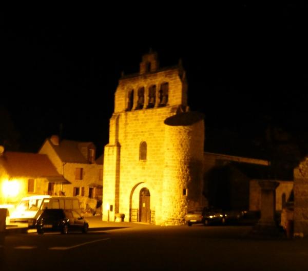 Rimeize,son église avec son clocher à peignes