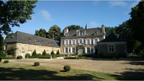 chateau de La Montchevalleraie  aviré 49500