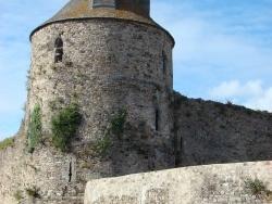 Photo paysage et monuments, Saint-Sauveur-le-Vicomte - Le donjon du chateau de Saint-Sauveur-Le-Vicomte