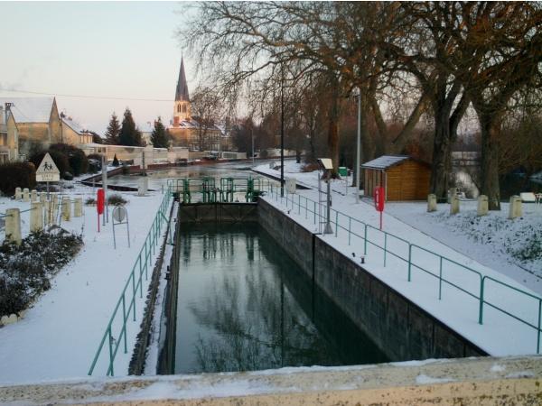 Photo Tours-sur-Marne - la canal a tours sur marne
