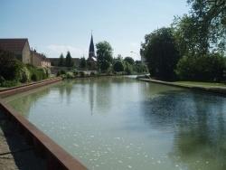 Photo paysage et monuments, Tours-sur-Marne - canal et l'église vu du pont