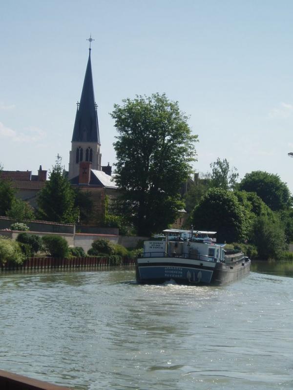 Photo Tours-sur-Marne - canal l'église vu du pont