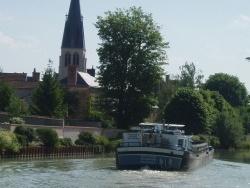 Photo paysage et monuments, Tours-sur-Marne - canal l'église vu du pont