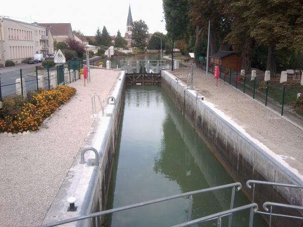 Photo Tours-sur-Marne - l'écluse  en 2012
