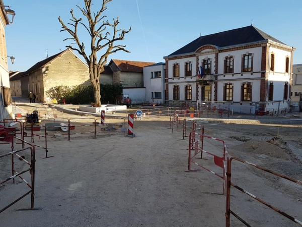 Photo Tours-sur-Marne - place de la mairie en travaux