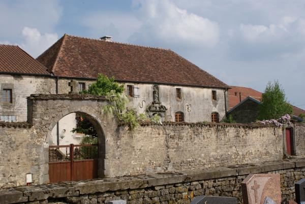 Photo Le Châtelet-sur-Meuse - Le presbytère vu dela rue