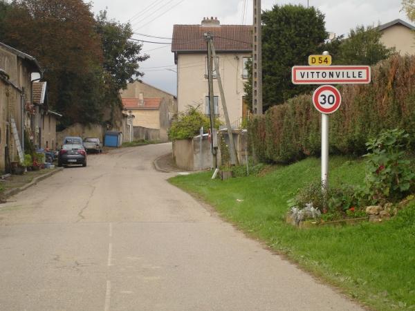entrée de VITTONVILLE en arrivant de Champey sur Moselle