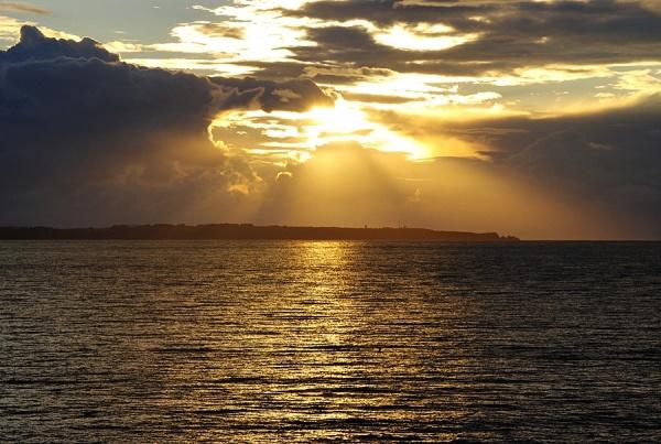 Photo Larmor-Plage - Coucher de soleil sur la pointe de l'ile de groix!