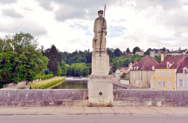 Photo Clamecy - Clamecy Nièvre - Statue de radelier.