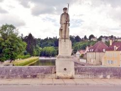 Photo paysage et monuments, Clamecy - Clamecy Nièvre - Statue de radelier.