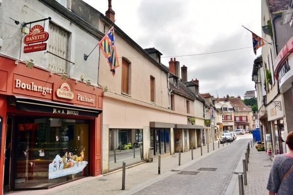 Clamecy Nièvre - Rue Marie Davy.