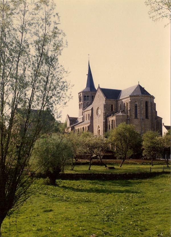 Photo La Fermeté - Eglise de Saint - Sulpice vue du lavoir