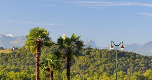 Photo Pau - Pau et le Pic d'Any que l'on voit au loin!